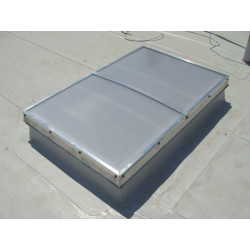 Świetliki otwierane elektrycznie Pokrycie NRO gr.21mm Podstawa stal ocynk skośna H 35cm